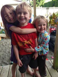Maya, Wilde & Cornelia leker på svenska i Vancouver.